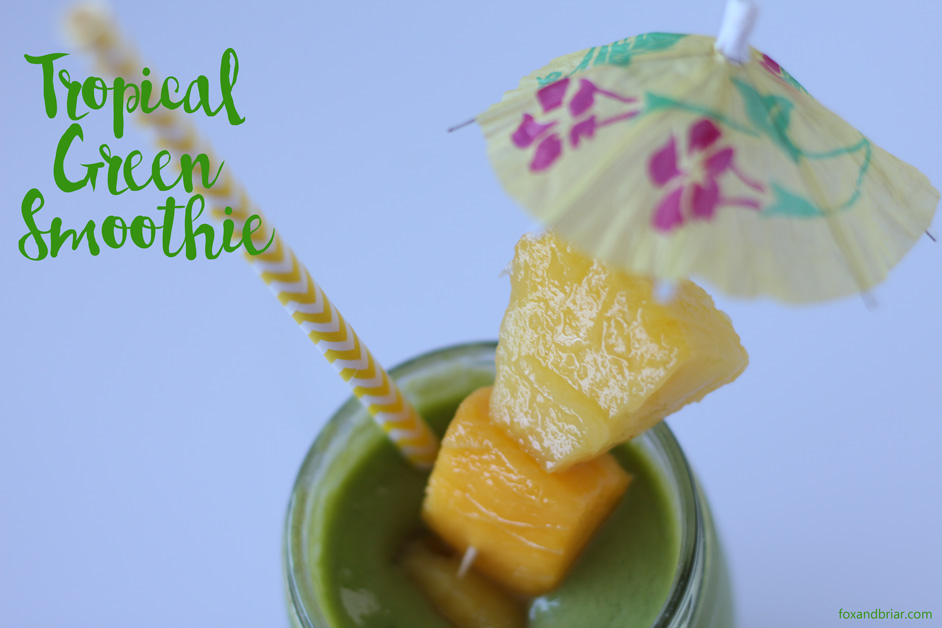 This Tropical Green Smoothie is soooo good.