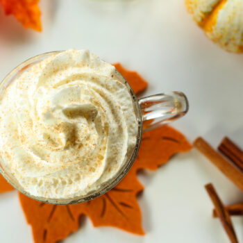 This syrup is full of warm autumn spices and flavors. Perfect to make your own autumn latte at home - and it makes your house smell amazing!