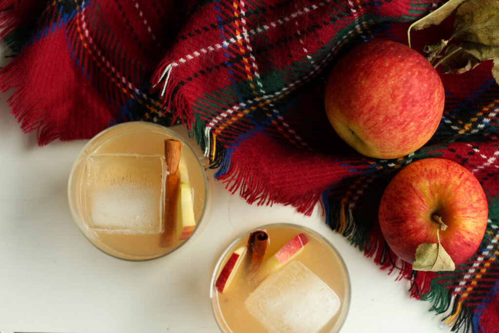 This Maple Whiskey Cider is the perfect fall cocktail. It uses fresh apple cider and maple whiskey - also an alternative recipe with regular whiskey.