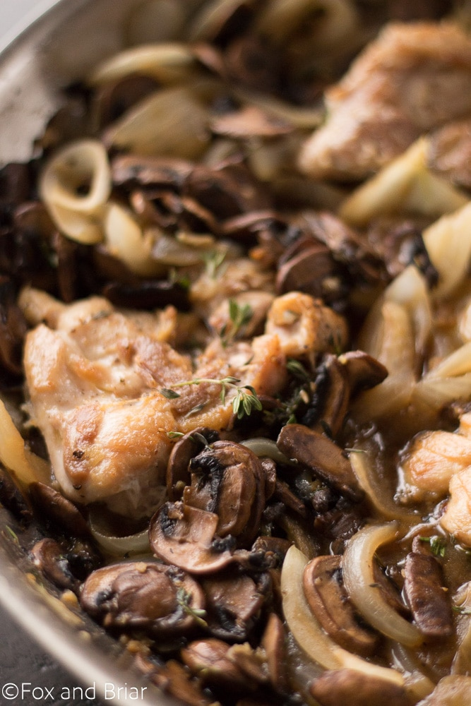 Skillet Chicken And White Wine Mushrooms Is A Fast And Easy Dinner Recipe Juicy Chicken