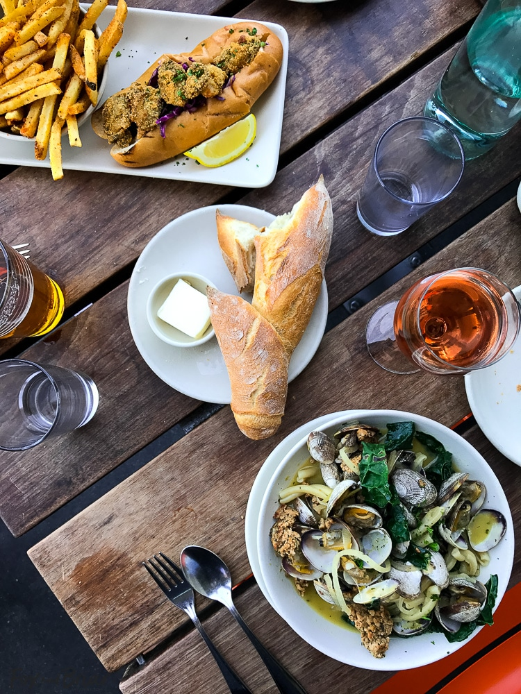 Lunch at Hog Island Oyster Co in San Francisco. What to do and where to eat in San Francisco. The Ultimate Weekend Travel Guide! How to spend a 3 day weekend in San Francisco | Best places to eat in San Francisco | tourist attractions San Francisco | Weekend trip to San Francisco | Things to do in San Francisco | Underrated things to do in San Francisco