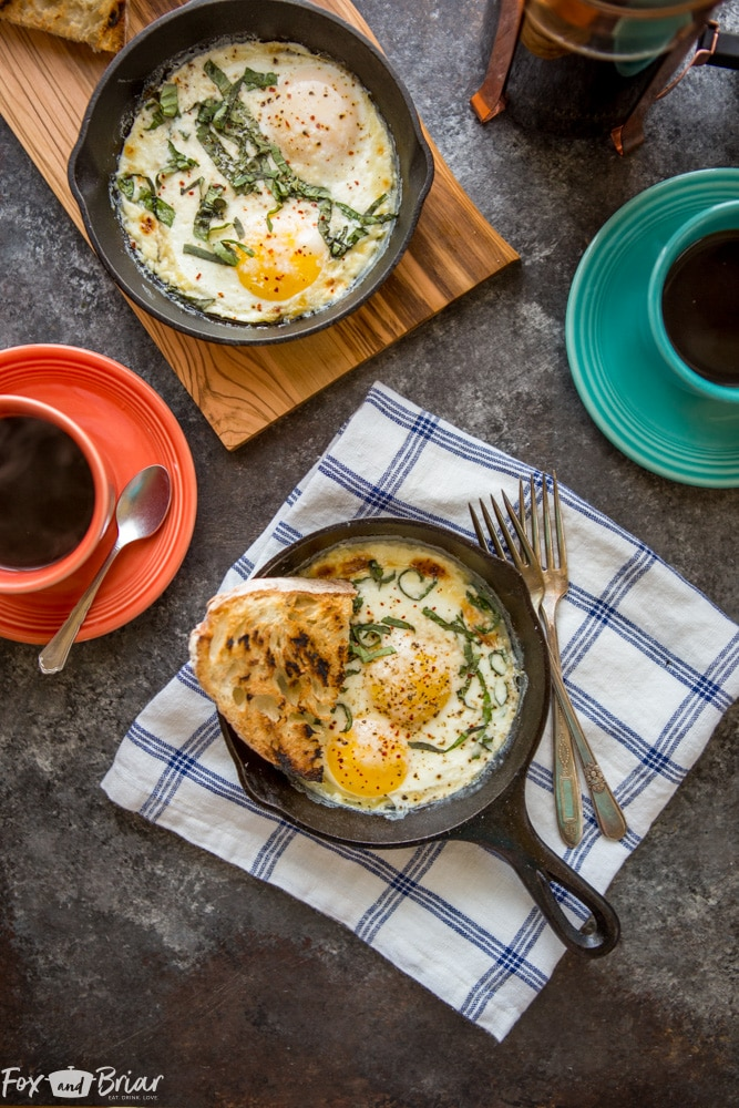 These oven baked eggs make the perfect weekend breakfast or brunch. This sophisticated and impressive egg dish is perfect for a crowd, or for just one or two people. | baked eggs | Brunch Recipes | Breakfast Recipes | egg Recipe