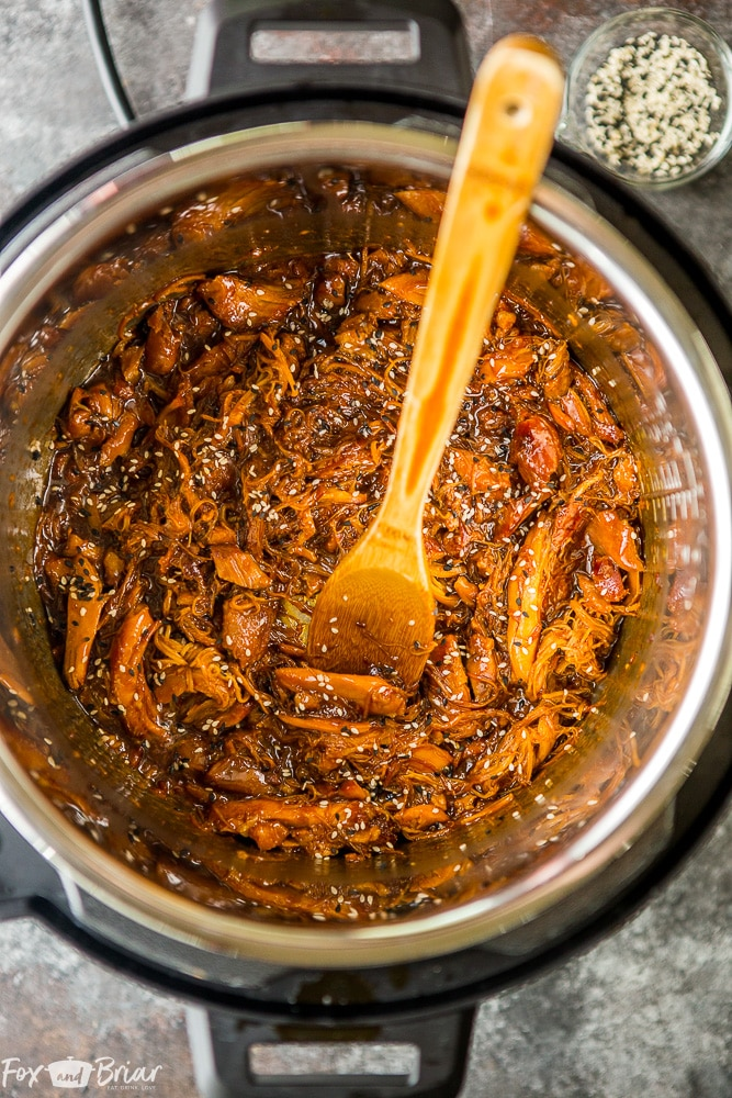 This Instant Pot Honey Sesame Chicken is so fast and easy! This sweet and savory Honey Sesame Chicken is a snap to make in your electric pressure cooker! |Instant Pot Recipe | Instant Pot Chicken Recipe | Electric Pressure Cooker Chicken recipe | Instant Pot Dinner Recipe | Pressure Cooker Chicken recipe