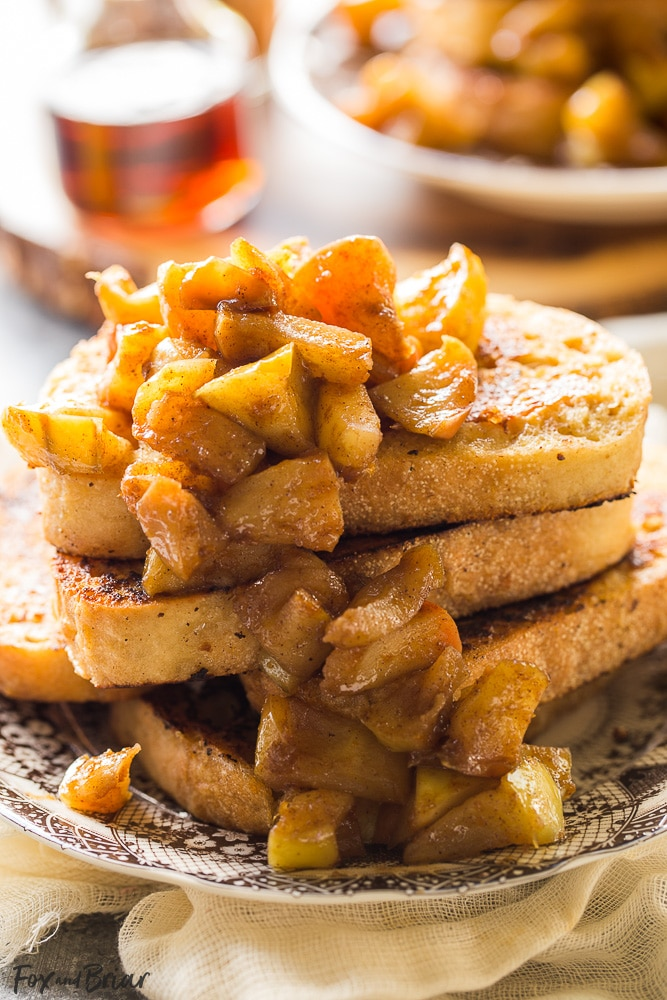 This Apple Pie French Toast is the best way to usher in fall! | Fall Breakfast | Apple Recipe| Best French Toast | Apple French Toast