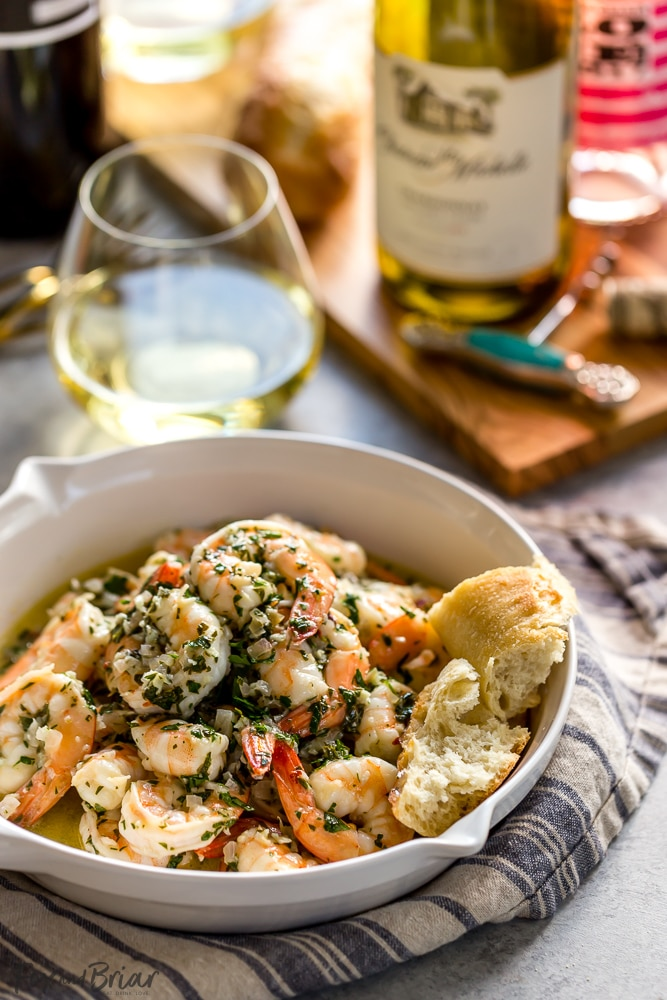 This Shrimp Scampi with White Wine has a garlicky, buttery sauce, balanced by the bright freshness of wine, lemon juice and parsley. It's fantastic mixed with pasta, over rice, or just with crusty bread for dipping in the sauce. | Easy shrimp scampi recipe | Best shrimp scampi @QFCGrocery #WAWineMonth  #sponsored