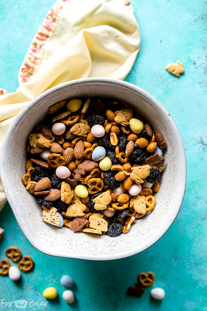 Bunny Bait Recipe | Easter Recipe Idea | Easter Recipe for kids | Easter Snack Idea | Easy Easter recipe | Easter recipe for party | Homemade trail mix | How to make trail mix | Easter snack ideas for adults | Easter Snack idea for preschoolers