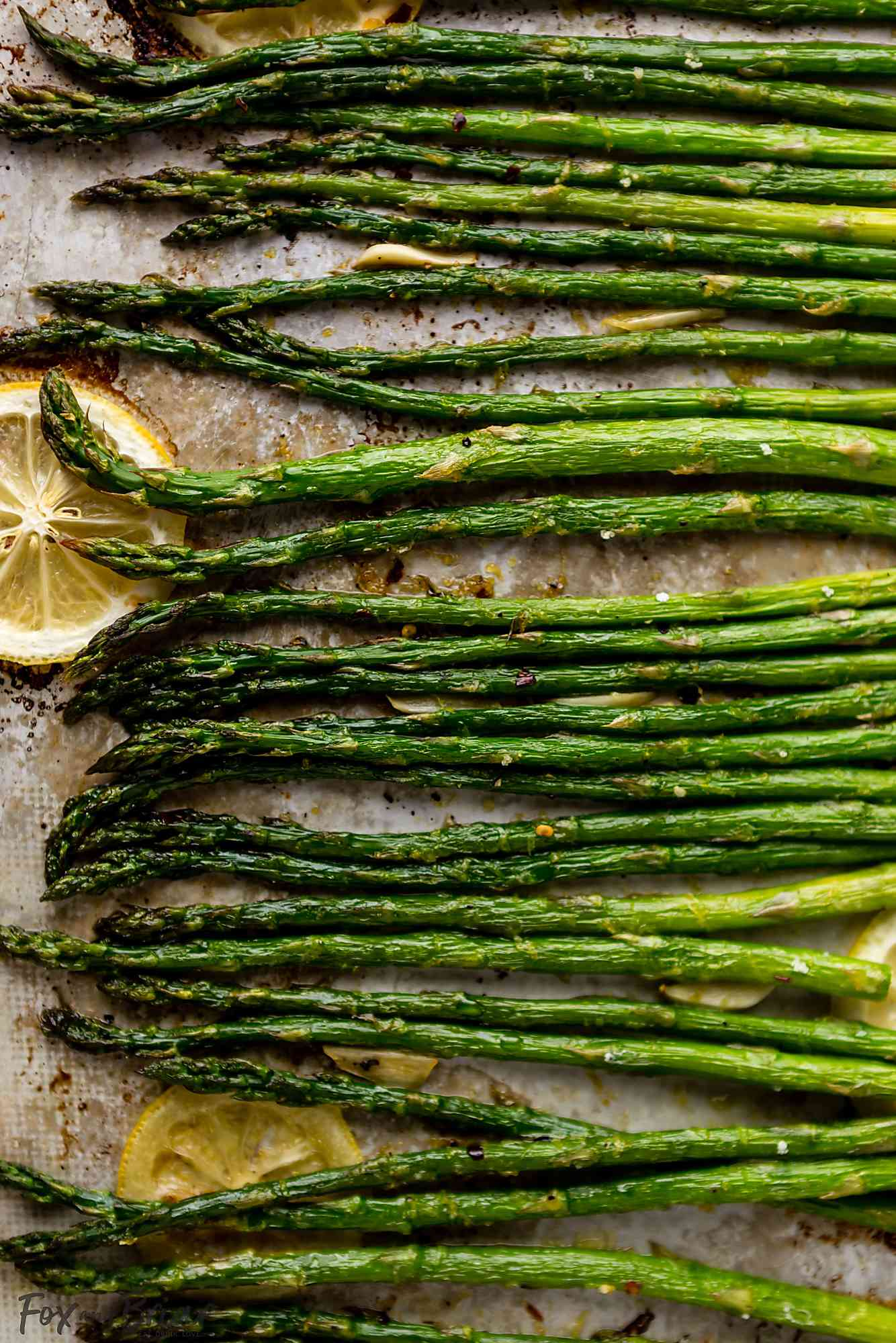 Oven roasted asparagus with lemon slices