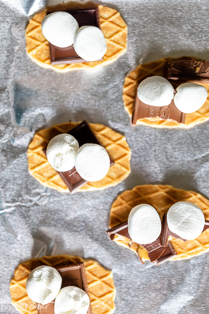 Salted Caramel S'mores plus how to make s'mores in the oven! | Indoor s'mores | smores recipe | S'mores ideas | microwave s'mores | Easy S'mores recipe | Baked smores | How to make s'mores