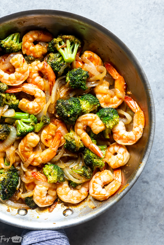 This Quick and Easy Broccoli and Shrimp Stir Fry is a healthy and delicious 20 minute dinner! Healthy dinner ideas | Easy dinner ideas | Shrimp recipes | Easy stir fry recipe | Stir fry sauce | Fast dinner recipes | Shrimp and broccoli stir fry | Shrimp and vegetable stir fry