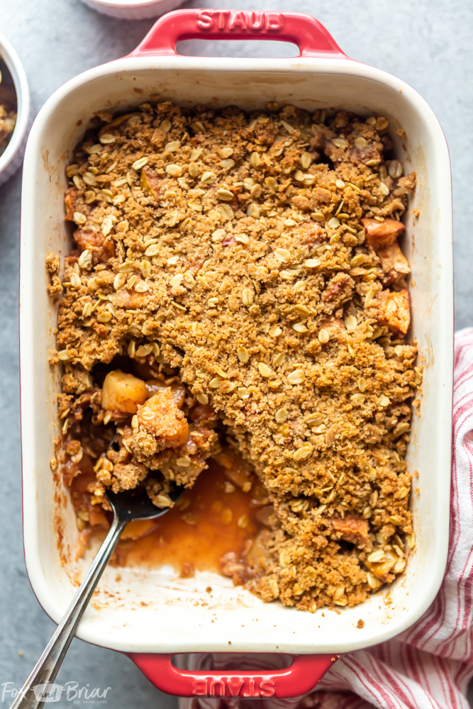 This Easy Apple Crisp Recipe is one of the best apple desserts you can make!  This apple crisp takes only a few minutes to prepare and has a delicious crumb topping. |Best Apple Crisp Recipe | Easy Apple Crisp | Crisp Topping with Oats | Apple Crumble | Homemade Apple Crisp | Old Fashioned Apple Crisp
