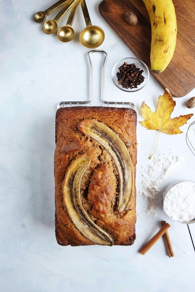 This delicious, moist and fluffy banana bread is so easy to make and even easier to eat! With the addition of my favorite spices, it's the perfect breakfast treat to warm you up on a chilly morning! | Easy banana bread recipe | Moist banana bread | Simple Banana Bread | with cinnamon
