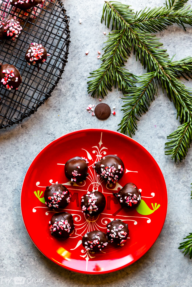 These easy, four ingredient, no bake peppermint Oreo truffles are full of peppermint and chocolate and are perfect to bring to your next Christmas cookie exchange!  Christmas Oreo Balls   Peppermint Oreo Balls   No Bake Christmas Cookie   Easy Truffle Recipe   How to make reo truffles