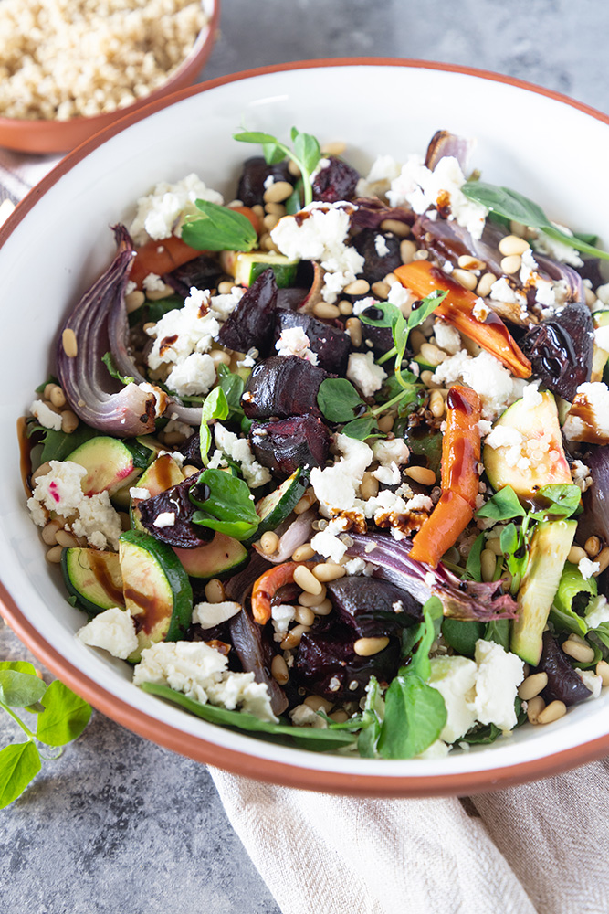 A hearty and healthy winter salad! This roast vegetable quinoa salad is a beautiful salad that will keep you fuller for longer. Crunchy roast veggies, warm quinoa, with some creamy feta and crunchy pine nuts! #vegetablesalad #roastvegetablesalad #wintersalad #quinoa Quinoa recipes | vegetarian dinner | meatless recipes | healthy dinner ideas | healthy recipes | winder salad