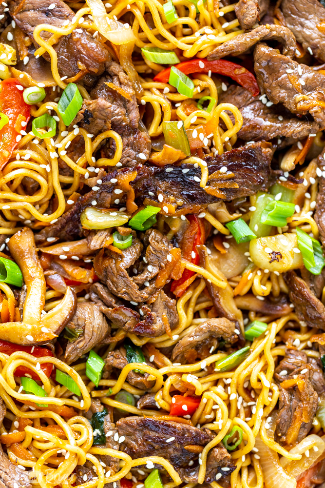 Beef Ramen Noodle Recipe is a quick stir fry using ramen noodles, beef, and vegetables, with a savory stir fry sauce. Make this Beef Noodle Stir Fry for a quick and easy dinner tonight! Ramen recipe | beef recipe | noodle recipe | quick dinner ideas | healthy dinner ideas | easy dinner recipes | top sirloin recipe