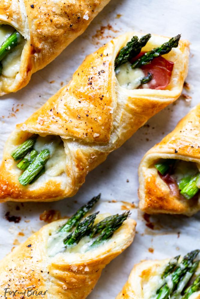 Prosciutto Asparagus Puff Pastry Bundles (appetizer)